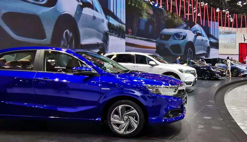 """今年上半年我国汽车零售额达到2.2万亿元,预计今年将结束""""三连跌"""""""