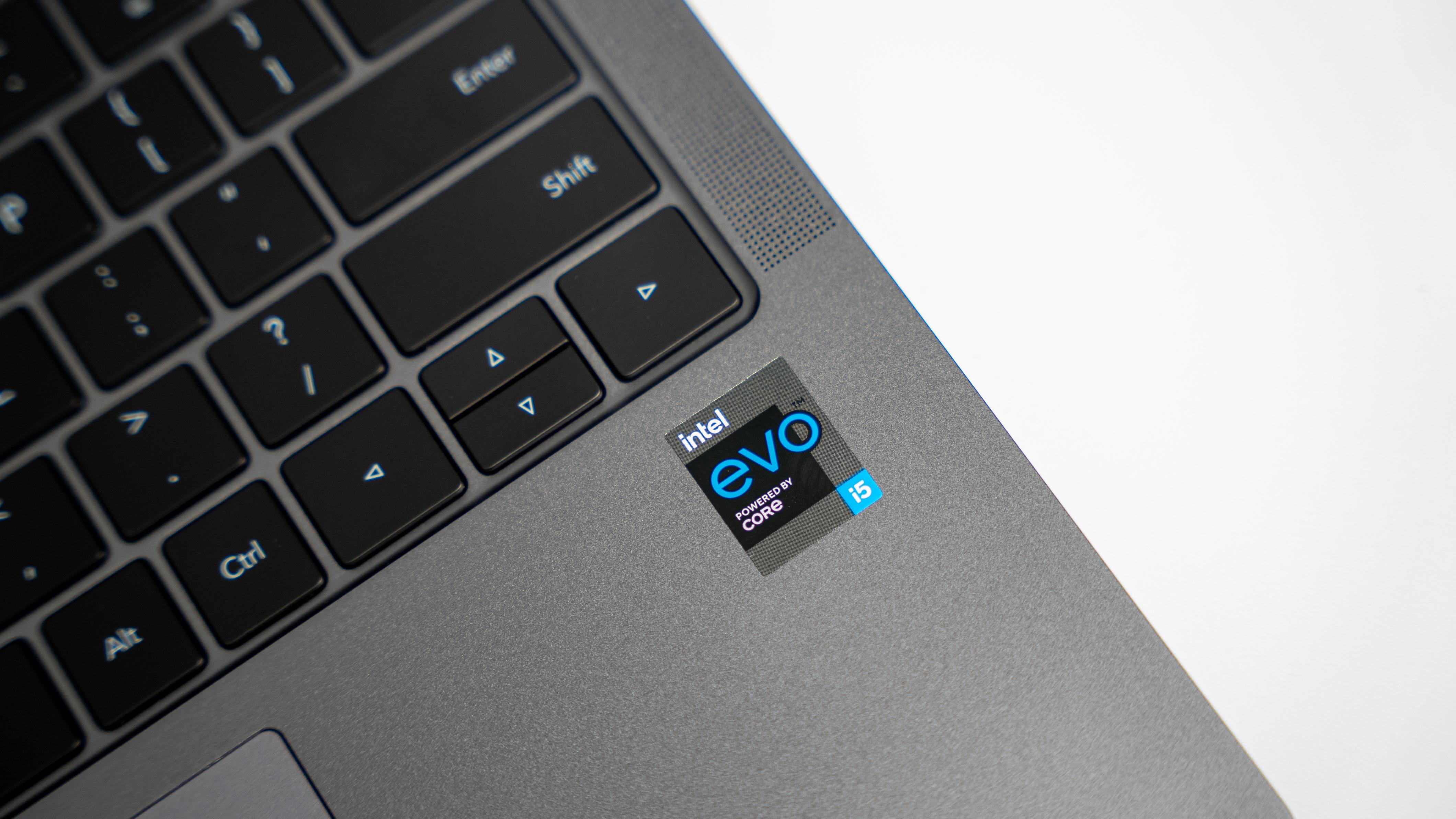 可选配NVIDIA® GeForce MX450独立显卡,全系标配16GB大内存,512GB固态硬盘,无论是多任务处理,还是热门网络游戏都能轻松应对。