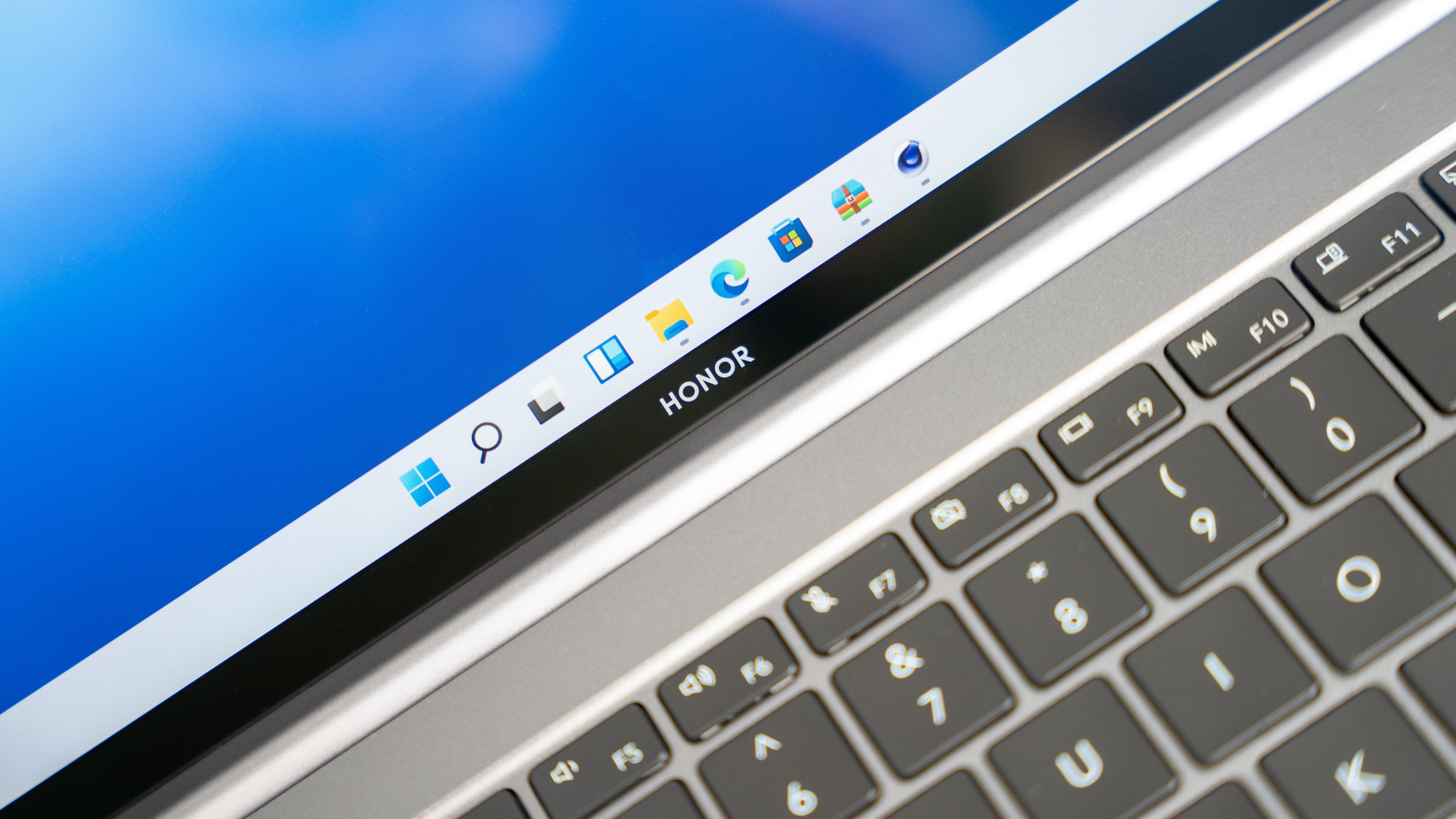 性能上,荣耀MagicBook V 14配备有第11代智能英特尔®酷睿™ i7-11390标压处理器、第11代智能英特尔®酷睿™ i5-11320H处理器两个版本。