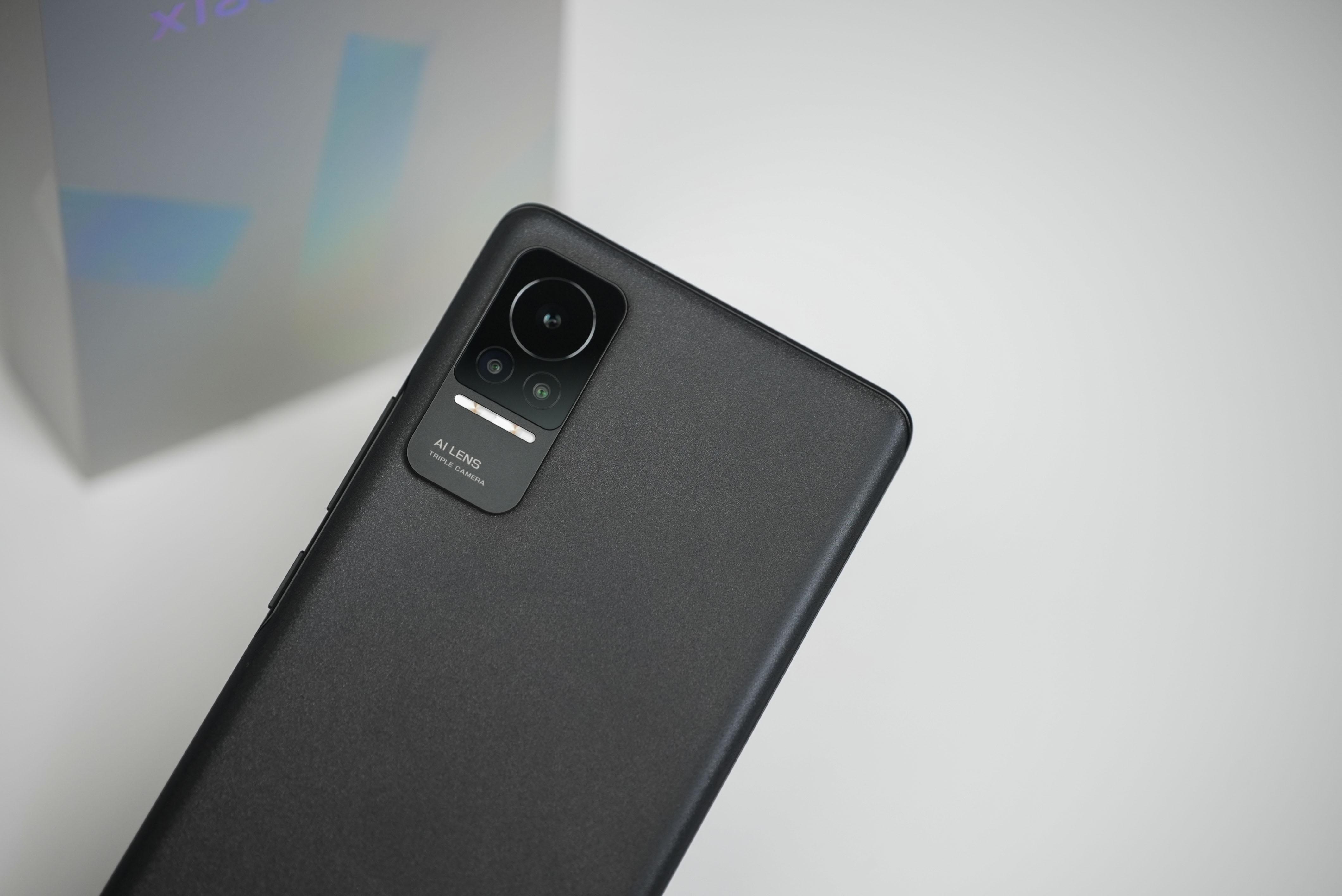 """2021年9月27日,小米在总部小米科技园召开了Civi新品发布会,会上带来了主打高颜值和自拍的全新手机系列---小米Civi。该机搭载骁龙778G芯片,号称是""""下巴最小的小米手机""""。"""