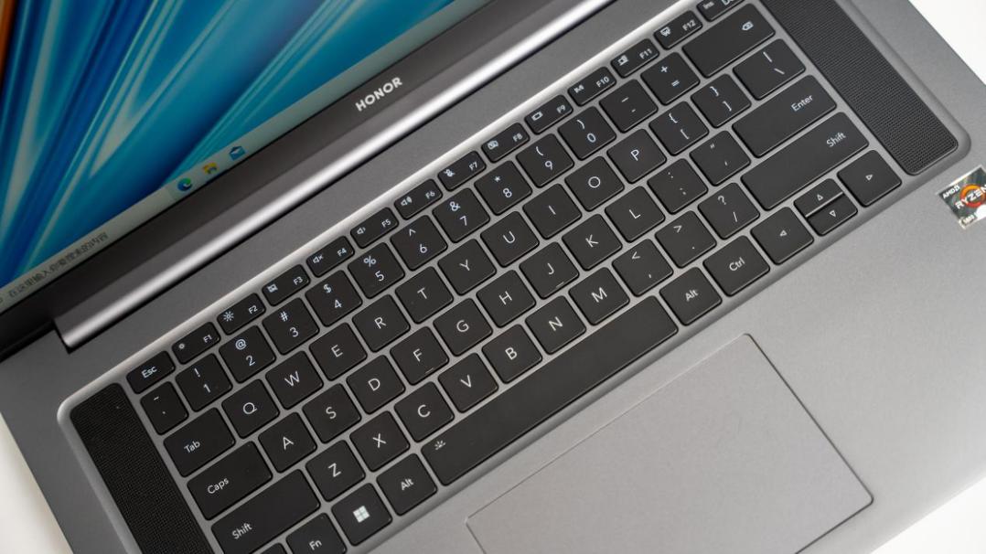 荣耀MagicBook 16 Pro锐龙版最高搭载全新一代AMD锐龙7nm 5800H处理器,配合NVIDIA® GeForce RTX™ 3050 光追独显